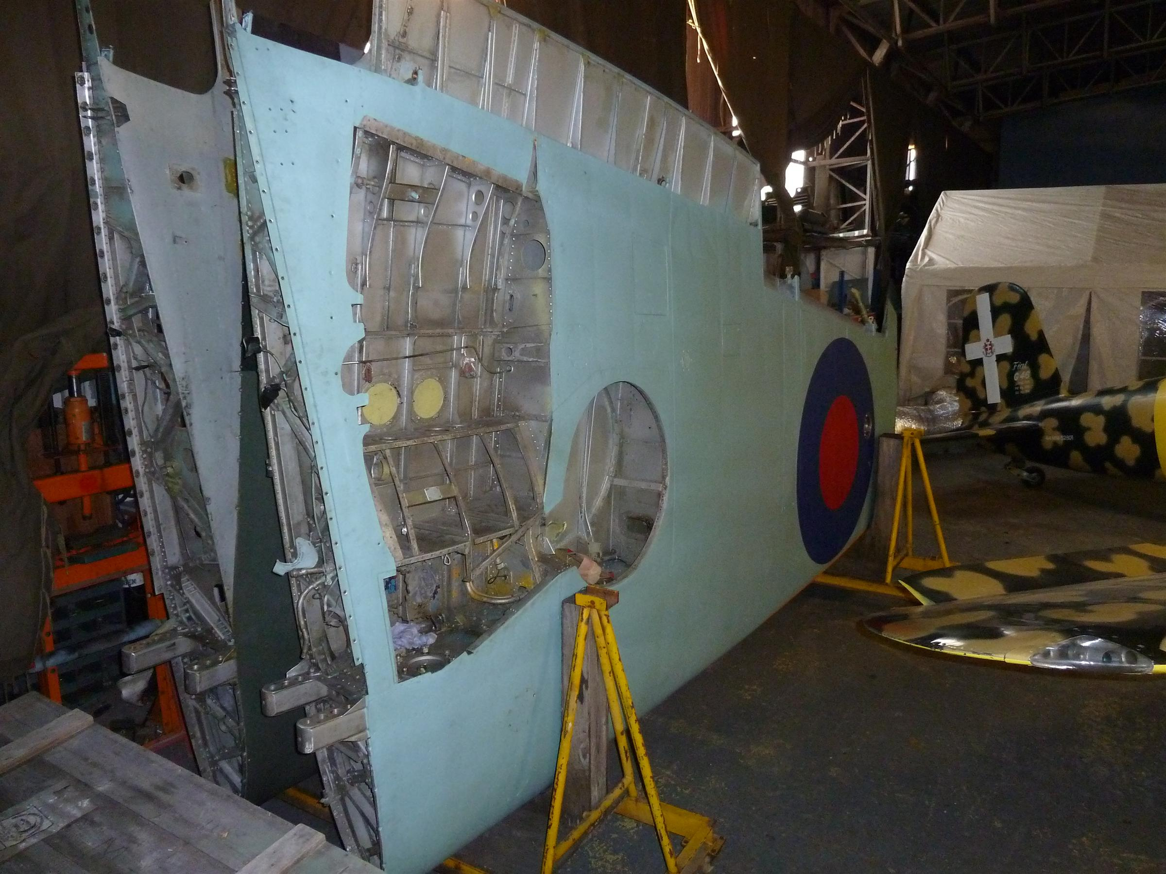 MT818 Starboard wing